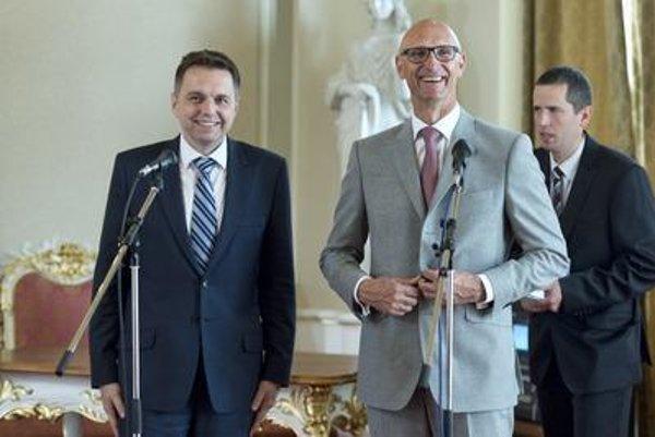 Finance Minister Peter Kažimír and Deutsche Telekom CEO Timotheus Höttges, from left