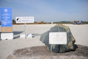 Apart from expansion in levice, ZF Slovkaia also builds a new plant in Šahy; the foudnation stone was festively presented in September 2017.