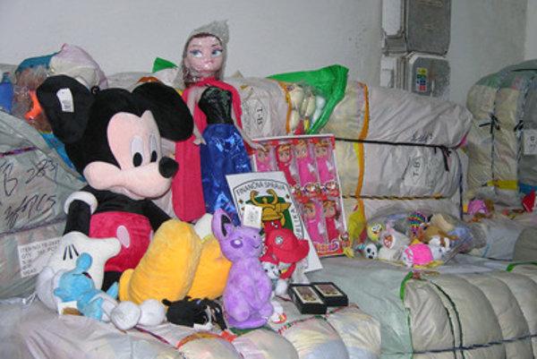 Imitations of trademark toys from China, seized in Dunajská Streda.