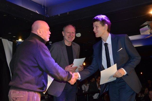 Winner Peter Palaj (L) receives award form Peter Lipa (L) and Matúš Jakabčic