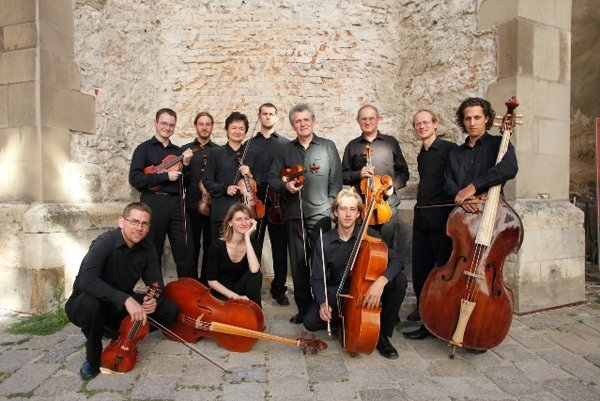 Musica Aeterna (playing eraly music) will give a Christmas concert