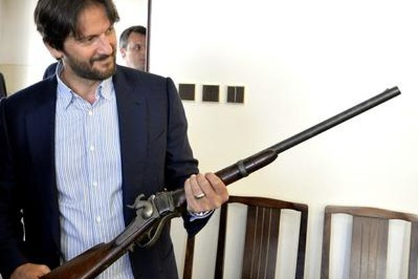 Interior Minister Rpbert Kaliňák holds the legendary rifle.
