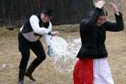 Folklore ensemble (FS) Lysec showed traditions and habits in the Museum of Slovak Village (SNM) on Sunday before Easter.
