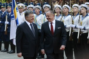 President Andrej Kiska shares a laugh with Ukrainian President Petro Poroshenko in Kiev.