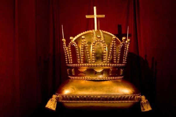 The crown from the St Martin's Cathedral after restoration in 2010.