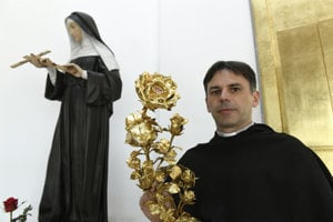 The relic of St Rita of Cascia, the patorn-saint in hard situations, was boroght to the St rita Church in Košice; it is held by the minister general of the Augustinian order, Juraj Pigula.