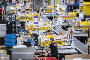Employees of the Sereď-based returns centre of Amazon recently received salary increases.