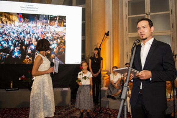 Slovak press Photo 2018, winner Tomáš Benedikovič (R) and his photo (L).