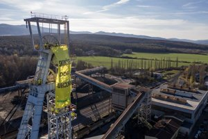 The banner Greenpeace activists placed on the Nováky mine tower.