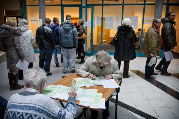 A lot of Slovaks still fill in tax returns in print form.