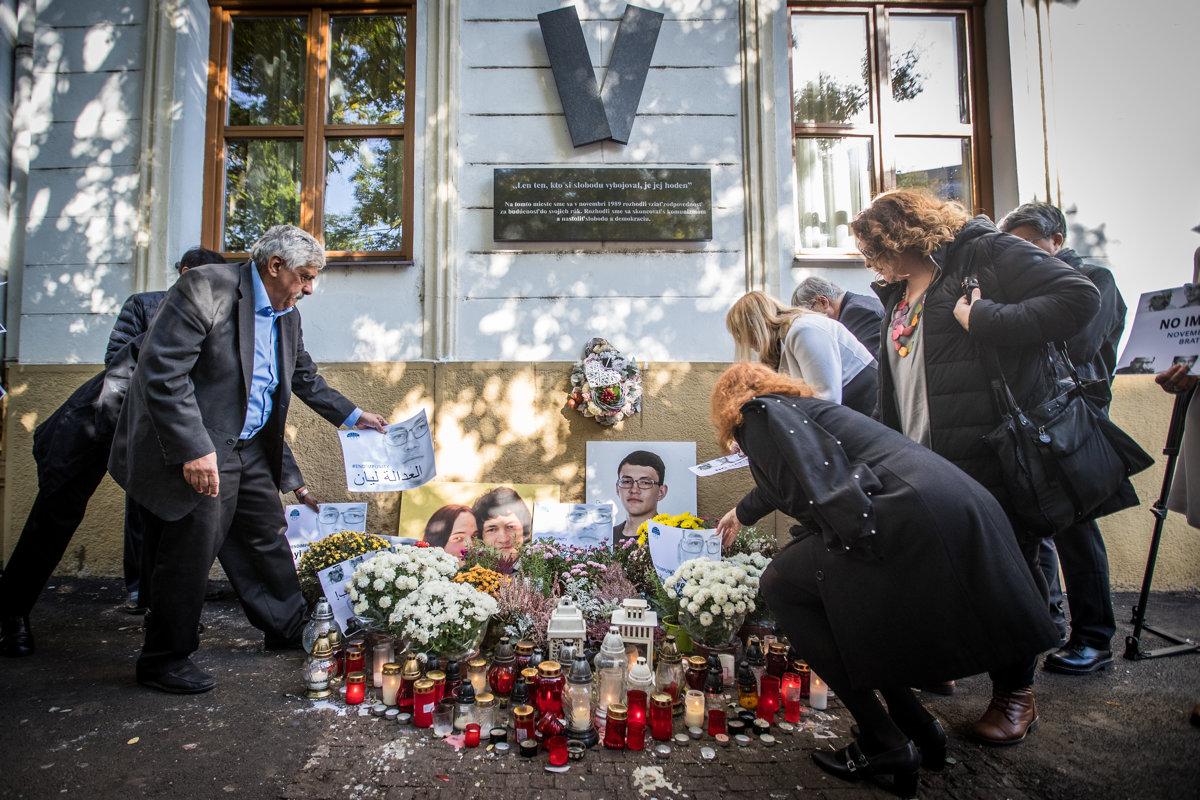 Paying tribute to Ján Kuciak and Martina Kušnírová.