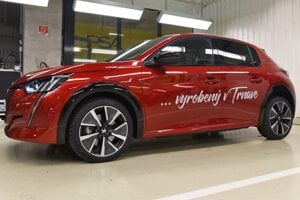 The first electric Peugeot 208 produced in Trnava.