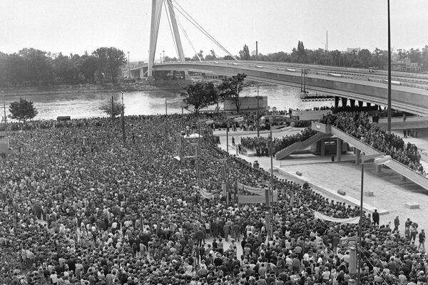 The ceremonial launch of the SNP Bridge on August 26, 1972, the 28th anniversary of the SNP.