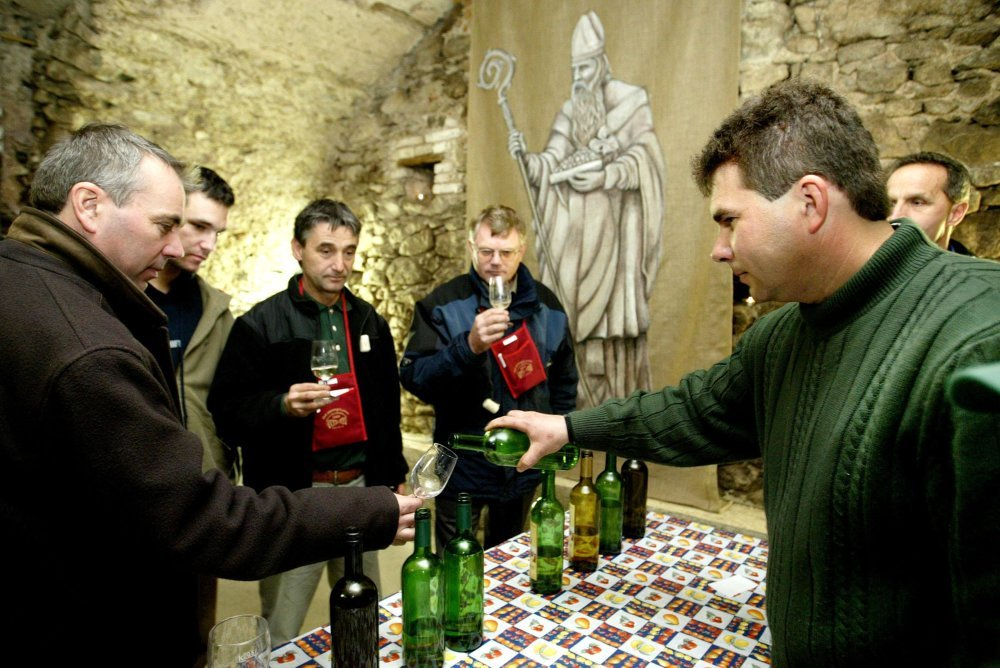 Days of Open Wine Cellars enable wine lovers to taste both young and vintage wines.