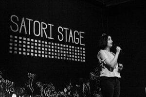 Nastaran (Nasi) A Morlagh tells a story at a Bratislava True Stories event in 2018.