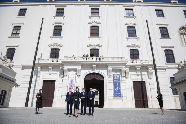 Coalition MPs came to sign the coalition agreement at Bratislava Castle.