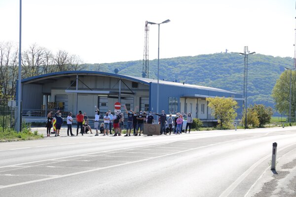 Slovak cross-border workers protest at the Bratislava-Berg border crossing on April 26, 2020.