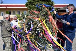 People in Zemplínske Hradište in the Trebišov District decorate a maypole on April 30, 2020.