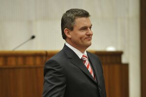 Peter Pellegrini takes the oath in the parliament in 2010.
