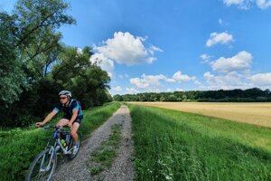 An easy cycling route from Baťa Canal.