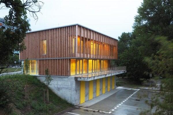 Boathouse Karloveské rameno, Bratislava, Atelier: OFFICE110 architekti