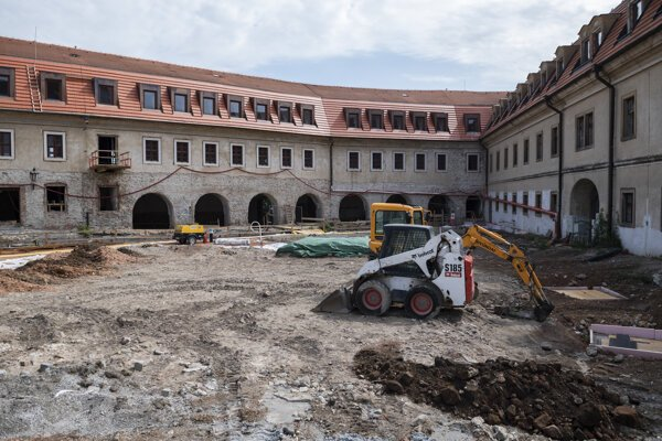 The third reconstruction stage of Bratislava Castle leads to a rare archaeological discovery on Aug 6, 2020.