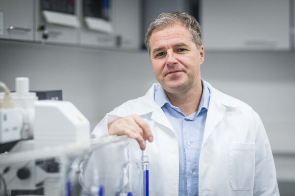 Norbert Žilka is the director of the Institute of Neuroimmunology of the Slovak Academy of Sciences (SAV) and also the scientific director of Axon Neuroscience.