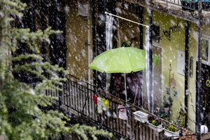 WEEK 14: Heavy snowfall on the afternoon of April 6 in Bratislava.