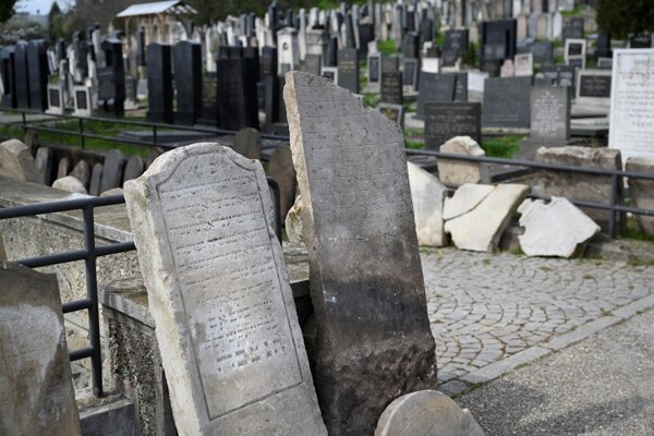 About 450 historical tombstones were unearthed at the Orthodox Jewish cemetery in Bratislava.