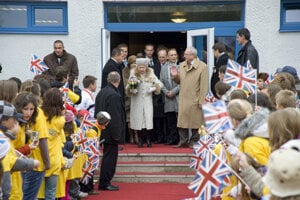 Queen Elizabeth II, President Ivan Gašparovič and some participants from the British Council project Dreams and Teams, October 2008.