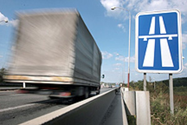 The toll collection should start functioning after January 1, 2009 for vehicles weighing over 3.5 tonnes.