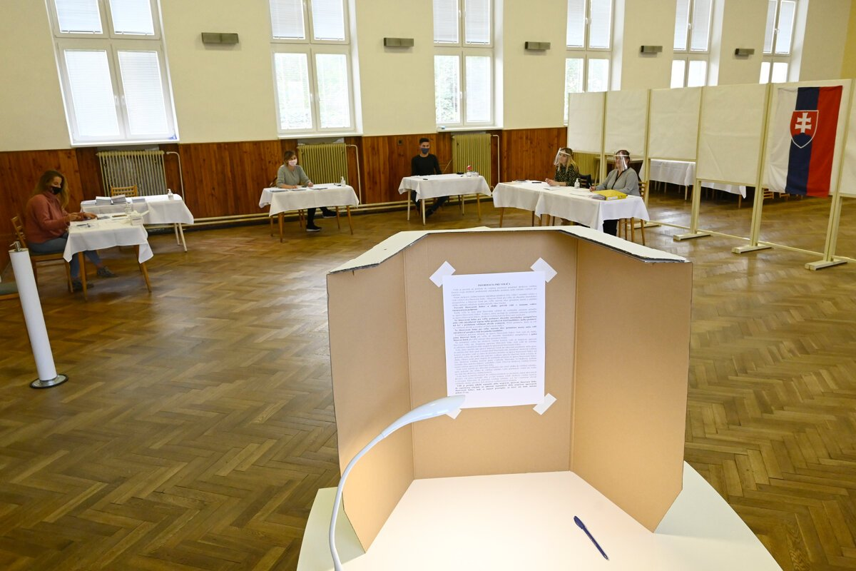 No single list of foreigners who are entitled to vote in Slovakia exists.