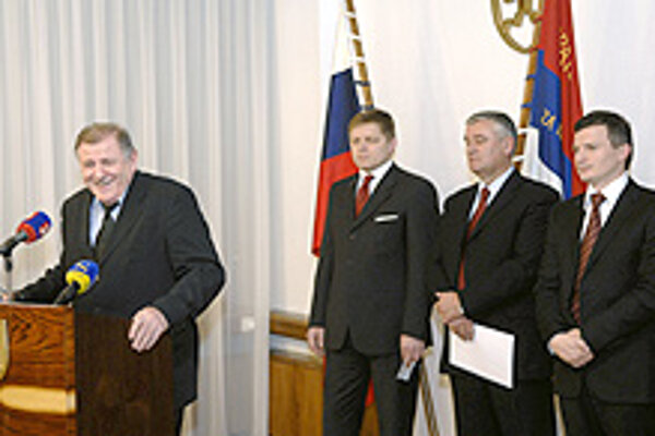 After a few turbulent weeks, Prime Minister Robert Fico (centre) ironed the wrinkles out of the ruling coalition and saw the 2008 budget sail through parliament.
