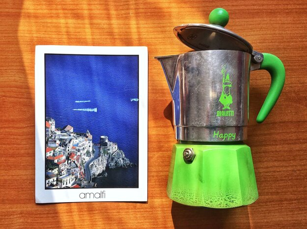 Sica's postcard and moka pot.