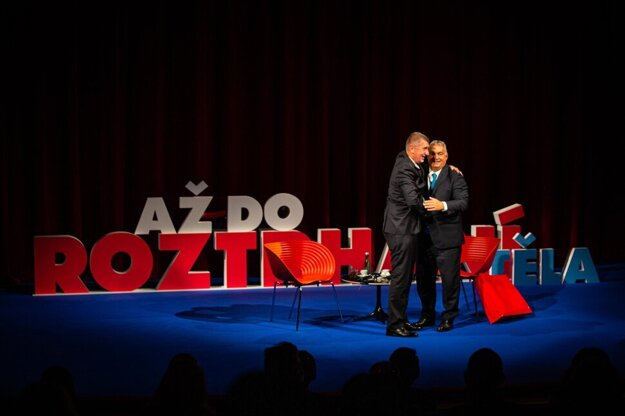 Viktor Orbán (right) and Andrej Babiš during the latter's campaign rally in Ústí nad Labem in early October 2021.