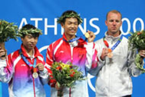 Jozef Gönci displays his bronze medal at the 2004 Olympics.