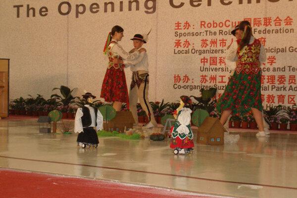 Robots Ján and Anča dance to a folk tune.