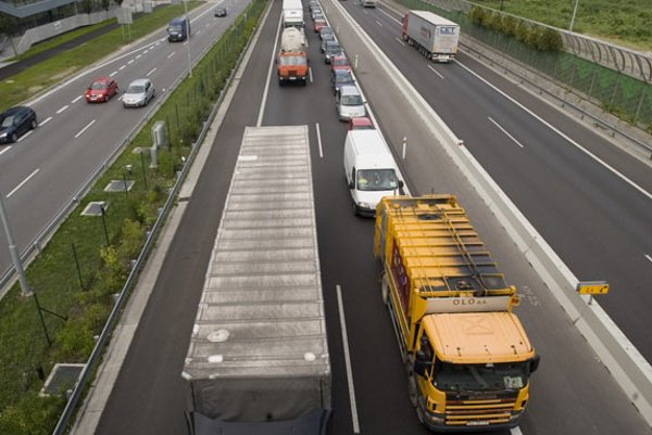 Trucks will pay electronic tolls to use Slovak highways.