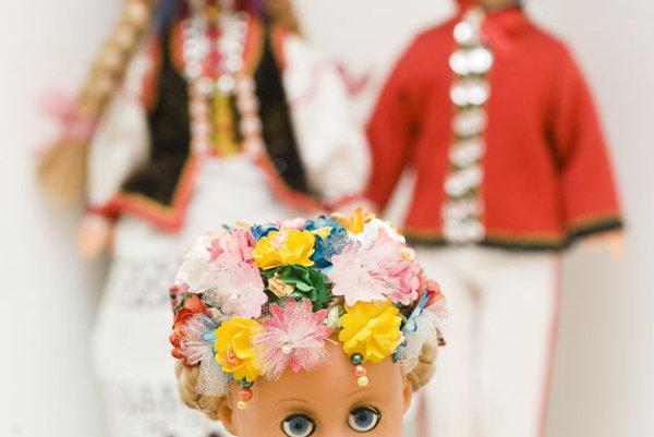 Dolls in folk costumes are a favourite tourist souvenir.