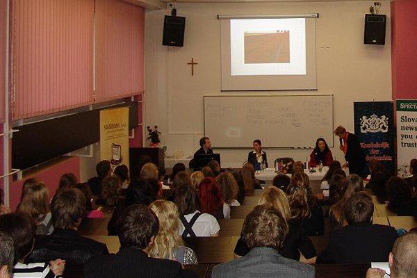 Dutch Ambassador Daphne Bergsma speaking with students in Liptovský Mikuláš.