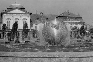 Tibor Bartfay, co-auuthor: Peace Fountain in then-Peace Square (Mierové námestie), Bratislava Czechoslovakia