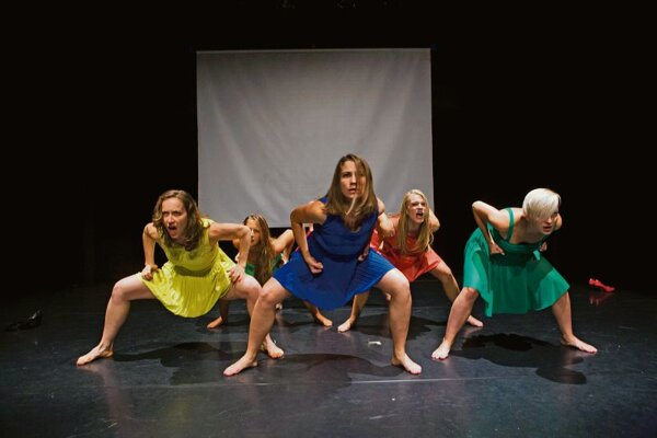 """""""Haka Haka"""" dance a la elledanse."""