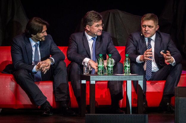 Lajčák is a popular politician. Here during an election meeting of Smer in March 2016, with Interior Minister Robert Kaliňák (left) and PM Robert Fico (right).
