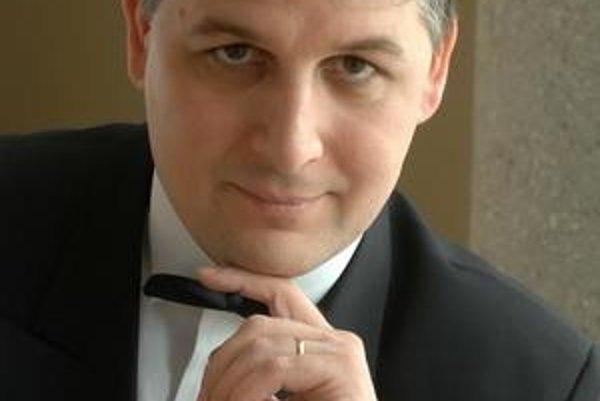 Organ player János Pálúr