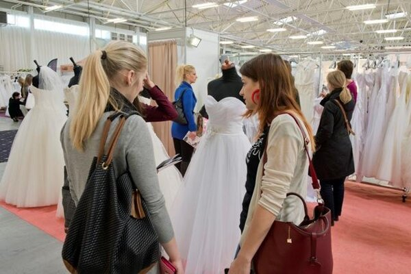 Fair of wedding and beauty still attracts visitors.