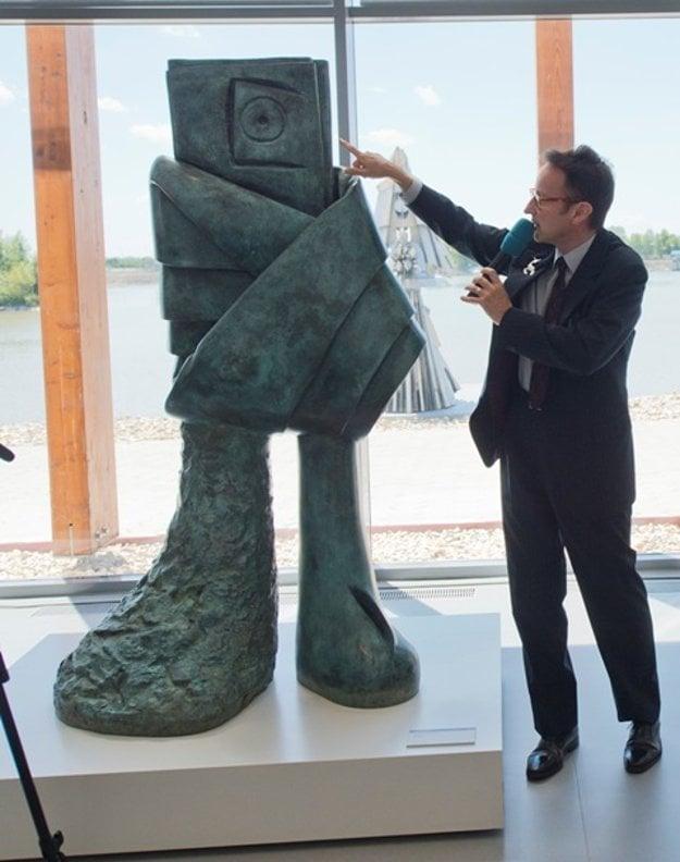 Joan Punyet Miró presents work of his grandfather - The Figure, 1982, in Danubiana.