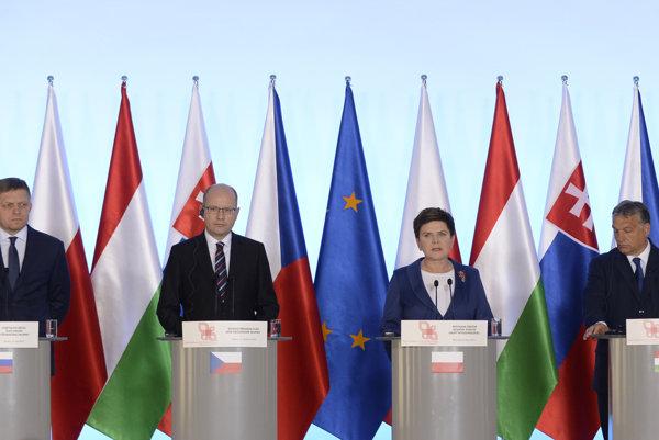 L-R: Slovak Prime Minsiter Robert Fico, Czech PM Bohuslav Sobotka, Polish Premier Beata Szydlo, and Hungariam PM Viktor Orbán at the V4 meeting of prime ministers, July 21.