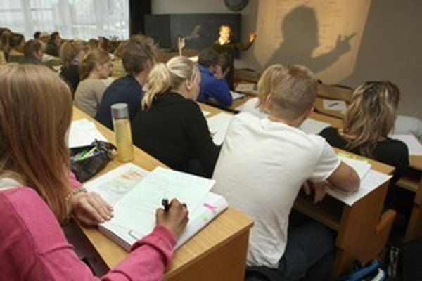 Only one quarter of Slovaks studying abroad plan to return to Slovakia.
