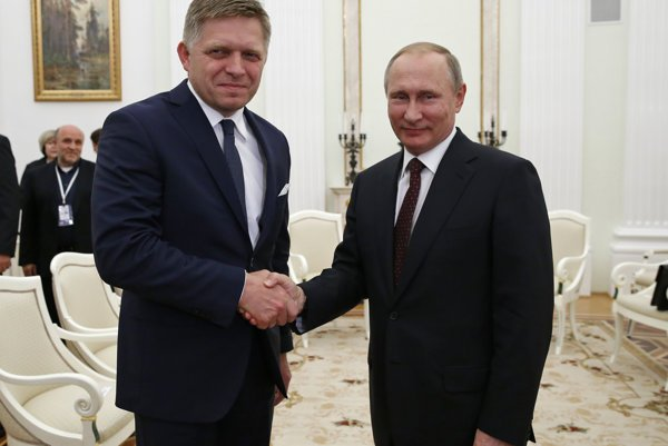 Slovak PM Robert Fico and Russian President Vladimir Putin, from left