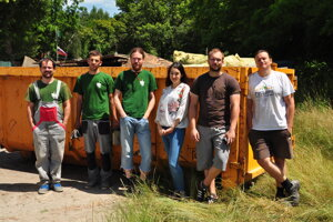 The Green Patrol collecting garbage in floodplain forests.